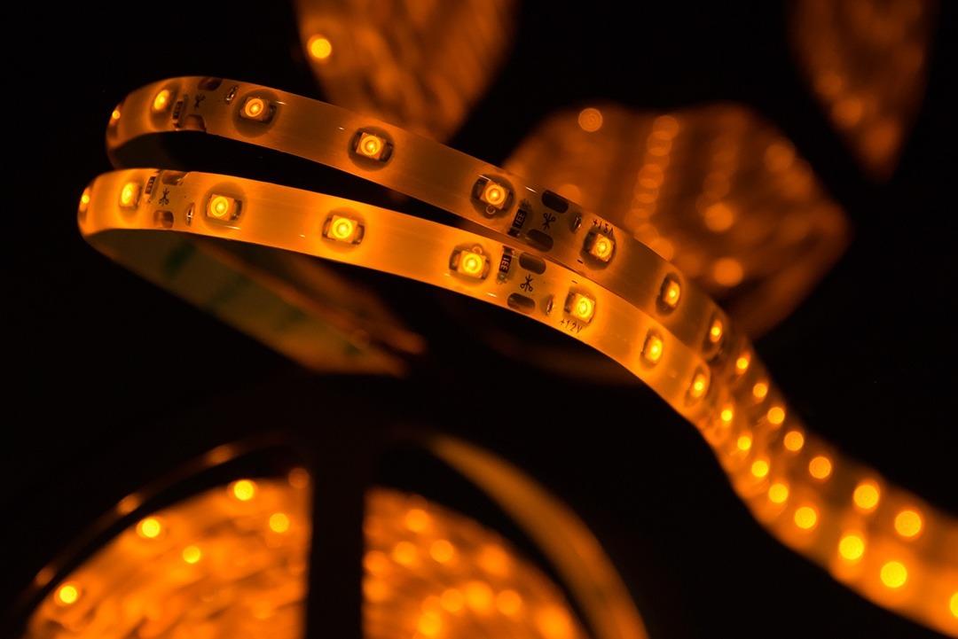 Лента светодиодная стандарт 3528, 60 LED/м, 4,8 Вт/м, 12В , IP65, Цвет: Желтый