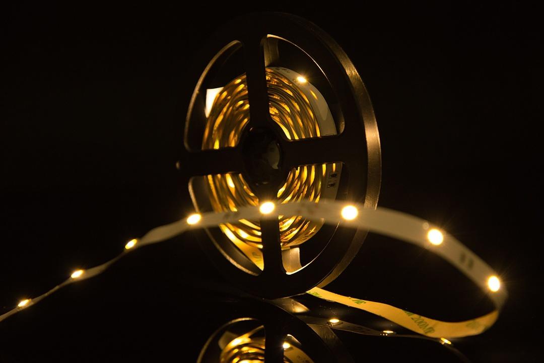 Лента светодиодная стандарт 5050, 30 LED/м, 7,2 Вт/м, 12В , IP20, Цвет: Теплый белый