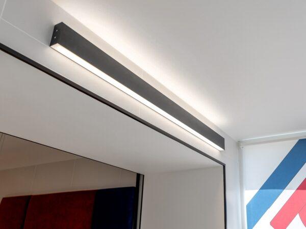 101-100-40-103 / Линейный светодиодный накладной двусторонний светильник 103см 40W 6500K черная шагрень