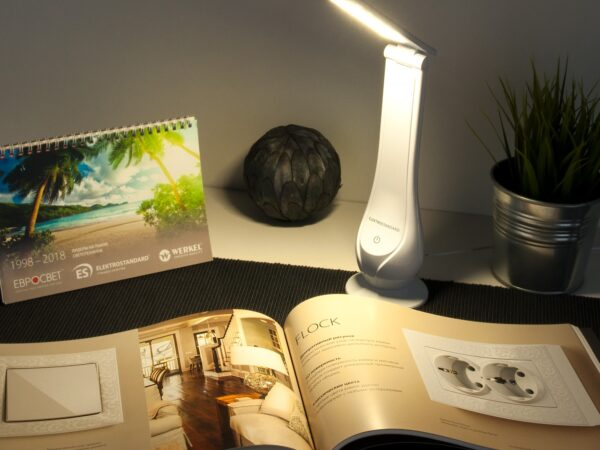 TL90420 / Светильник светодиодный настольный Orbit белый